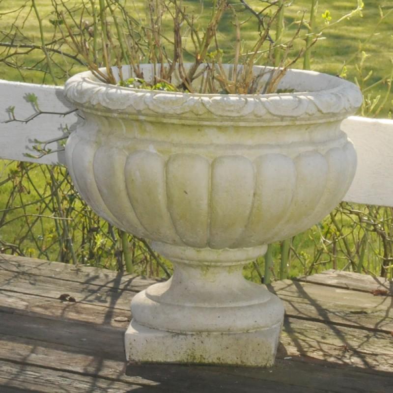smuk krukke i marmor til have eller hjem med en smuk patina - BL788