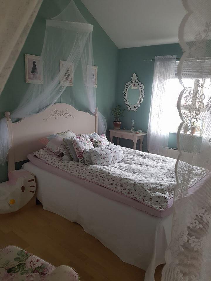 Kalk maling fornyer soveværelset