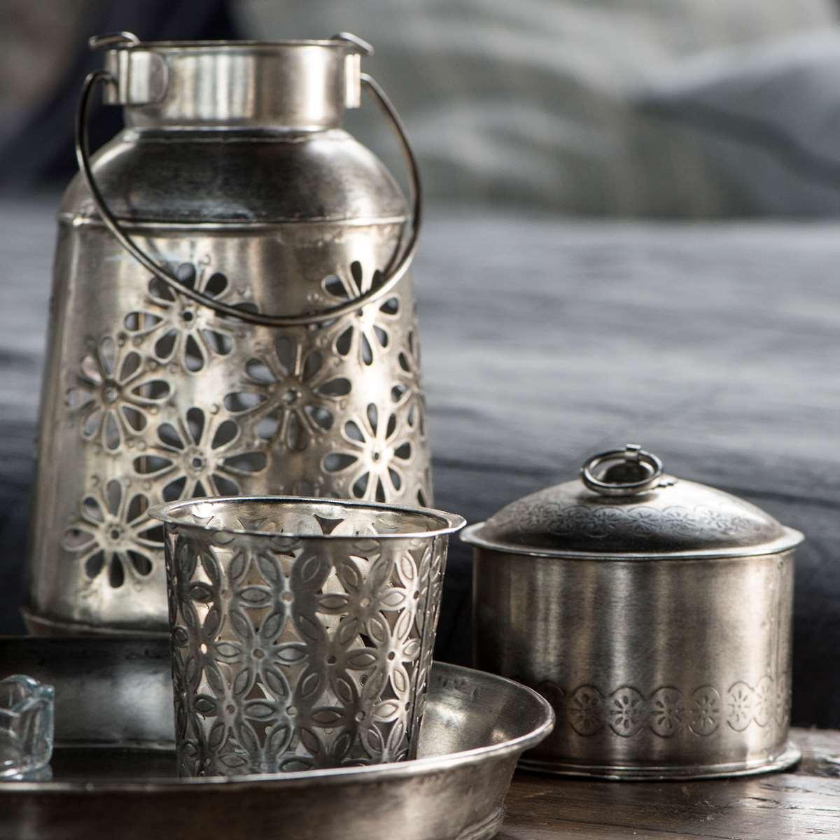 Dåse i metal med smukt mønster fra Ib Laursen